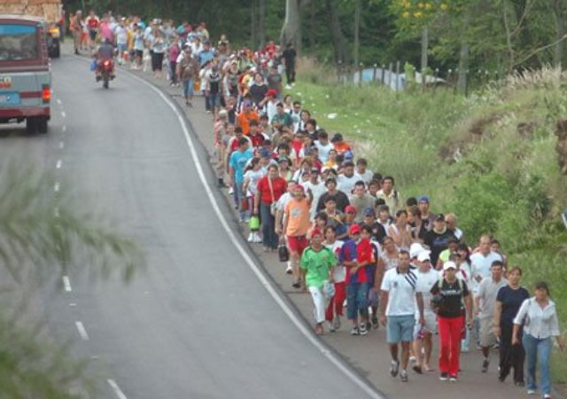 Aus Pirayu pilgert seit 77 Jahren die gesamte Bevölkerung mit Ochsenkarren nach Caacupe
