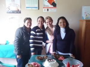 Karina (dritte von links) mit ihren Krankenschwestern