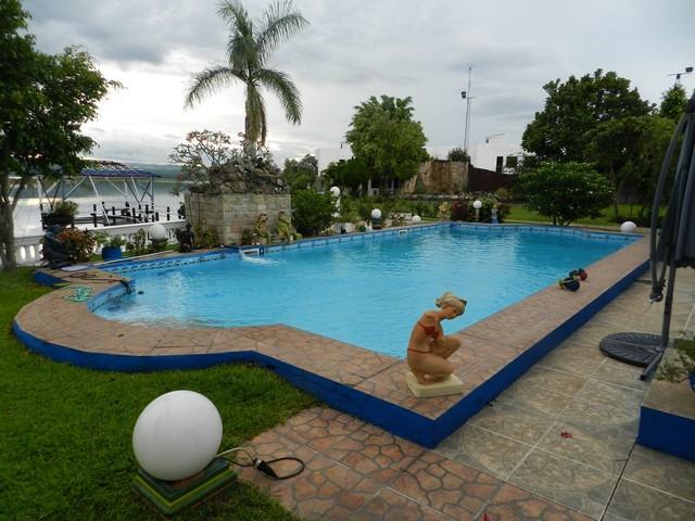 Villa in San Bernardino, direkt am Ypacarai See
