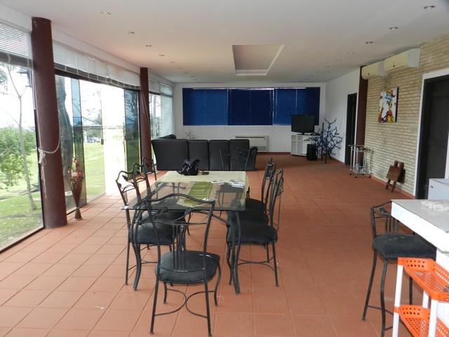 Haus in san bernardino in einer gehobenen wohngegend mit for Wohnzimmer 4m