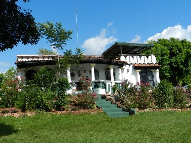 Haus in Aregua, auf einem Traumgrundstück mit 5 Hektare und Panorama- / Seeblick