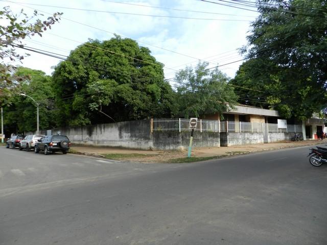 Eckgrundstück im Geschäftszentrum von Caacupe