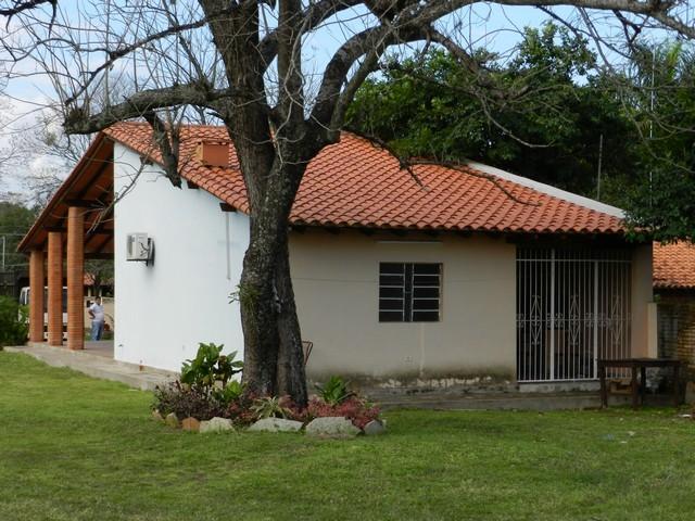 Haus in San Bernardino, mit Grundstück direkt am Asphalt