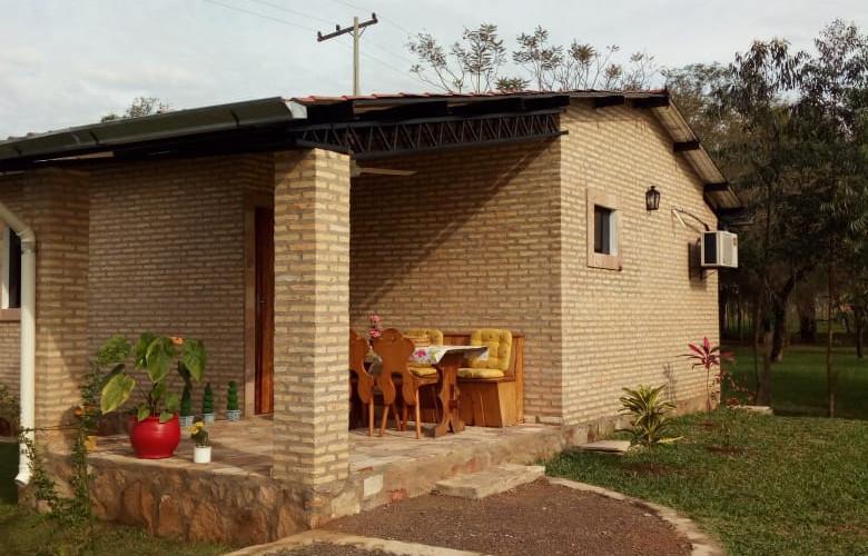 """""""Casa Bonita"""" in Paraiso al Lago, Ypacaraí"""