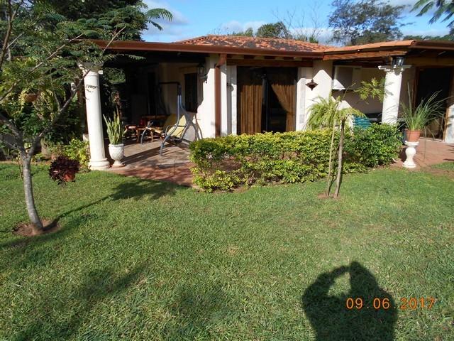 Anwesen mit 2,7 Hektare, bei Acahay