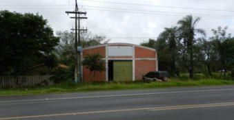 Werkstatthalle direkt am Asphalt, zwischen Caacupe und Tobati
