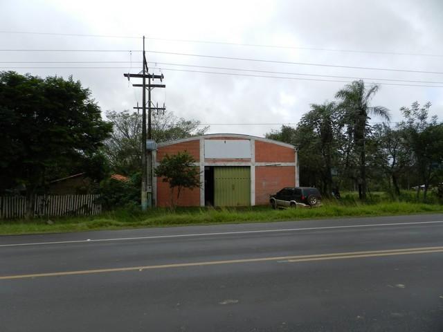 Werkstatthalle direkt am Asphalt, in Caacupe