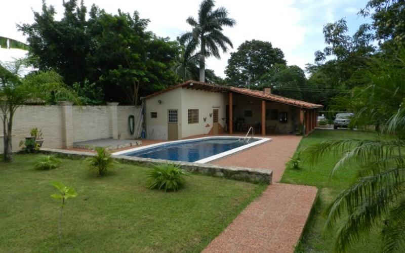 Sehr gepflegtes Haus in Ypacarai, nahe am Asphalt