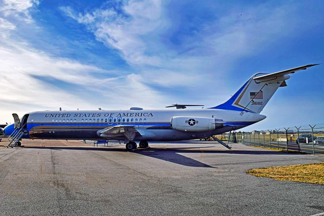Passagier der Air Force One bzw. Two werden sie wohl auch mit einem gültigen ESTA nicht werden, aber sie können mit dem ESTA immerhin jeden kommerziellen Flug mit dem Ziel USA bedenkenfrei nutzen