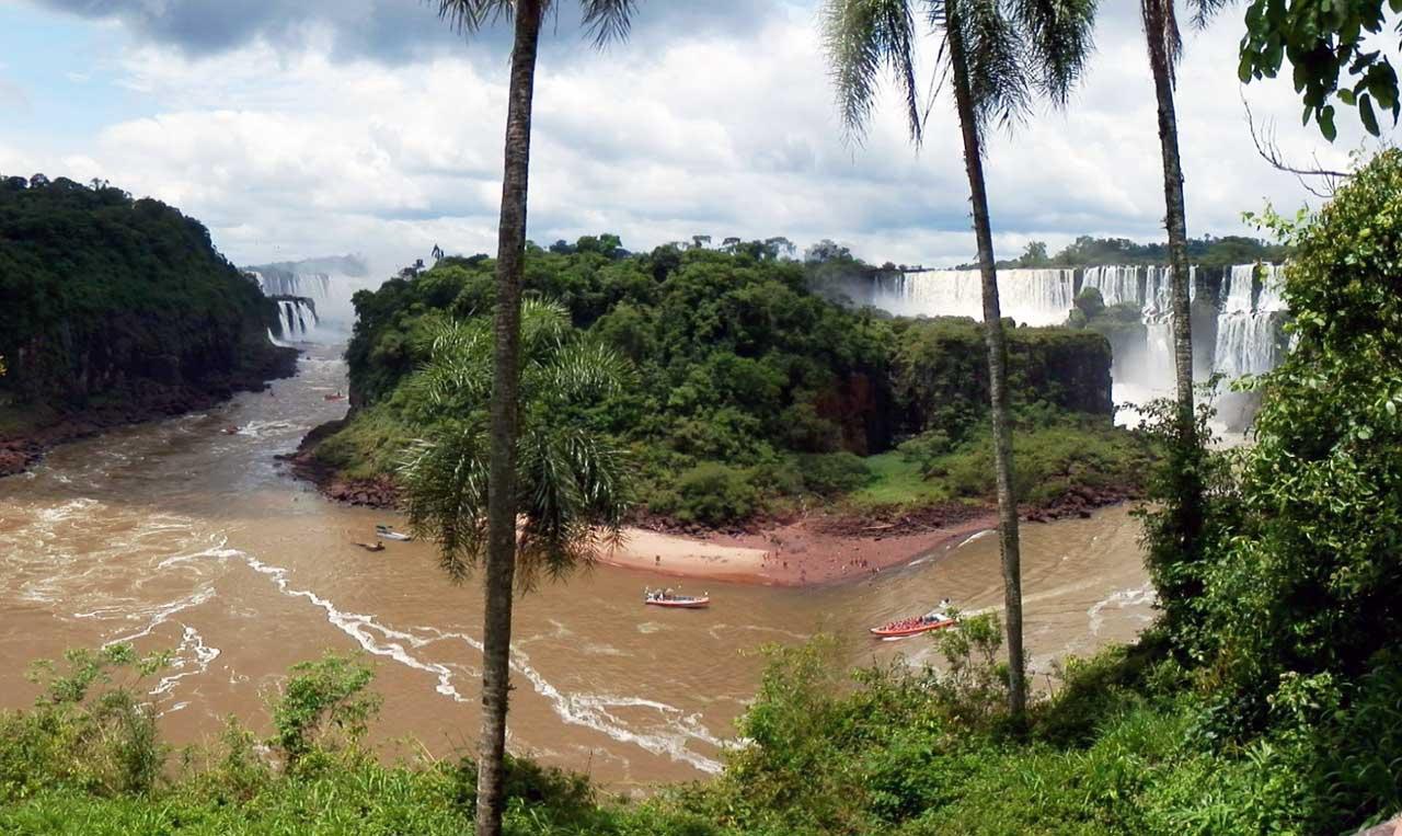 """Sollten sie noch nicht ganz genau wissen, was sie in Paraguay eigentlich vorhaben, dann empfehlen wir den Besuch der <a href=""""https://www.meinparaguay.net/reisen/iguazu-wasserfaelle/"""">Wasserfälle von Iguazú</a>, selbst wenn sie schon einmal dort waren, denn sie sind immer wieder eine Reise wert"""