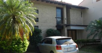 Gepflegtes Haus, in einem geschlossenen Barrio, in San Lorenzo