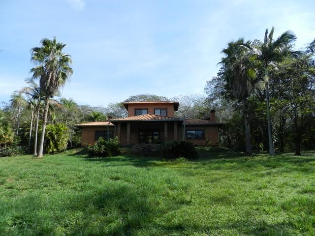Großes herrschaftliches Anwesen in Nueva Colombia, mit 2 Häusern und 13,9 ha. Land