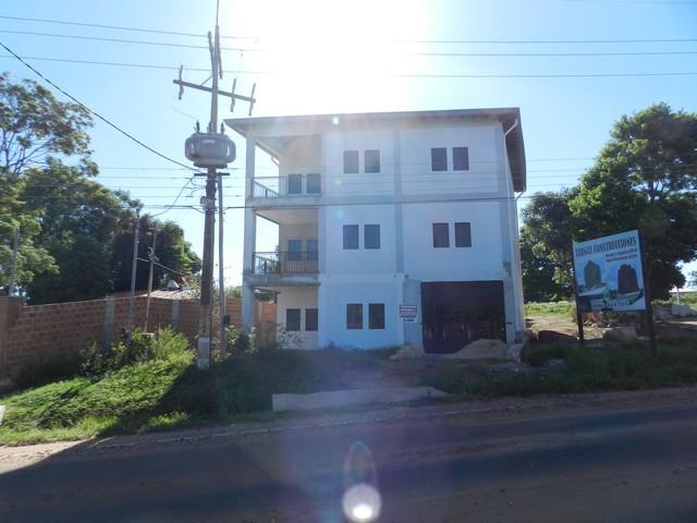 Mehrstöckige Wohn- und Gewerbeimmobilie bei Caacupe