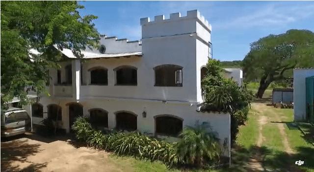 1 ha. mit interessantem Anwesen in Paraguari, nahe am Asphalt.